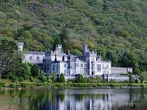 Kylemore Abbey, Connemara Ireland | Photo Courtesy: WikiCommons